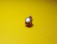 pearl skull single stud earring - color-pinkish//beige